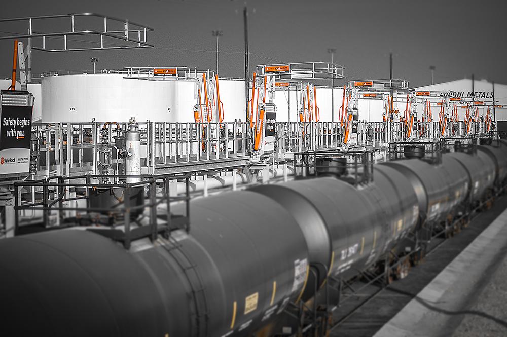 Loading platform for crude oil rail car