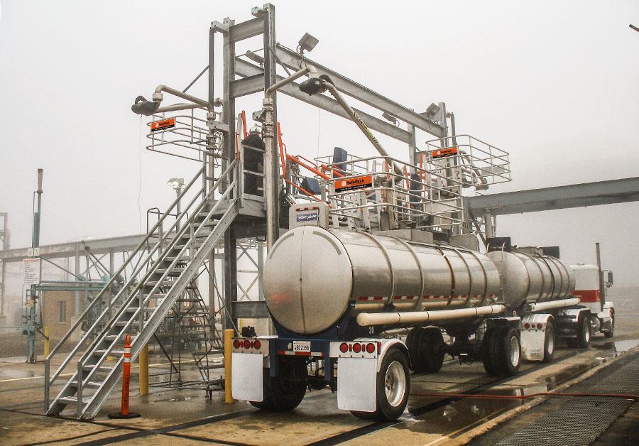 Extra wide SAS gangway with hydraulic lift 900x628