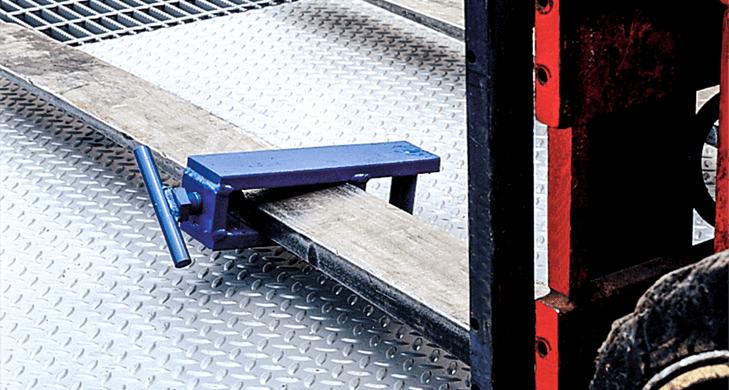 Fork Lift Yard Ramp Tow Bar Clamp Hitch