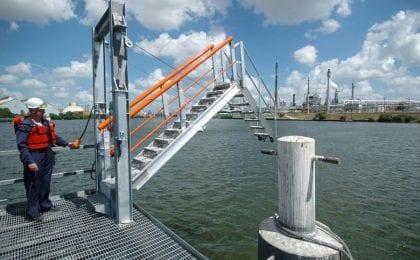 saferack dock mounted motorized barge tracking gangway