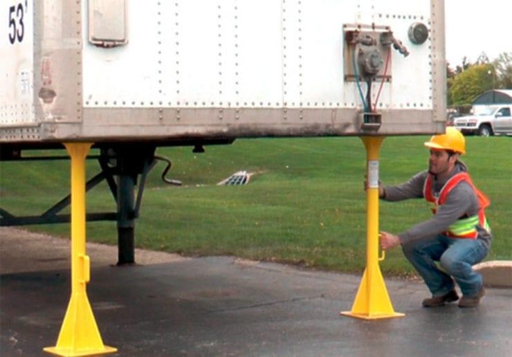 Camper Jack Stands : Truck trailer stabilizer jack stands saferack