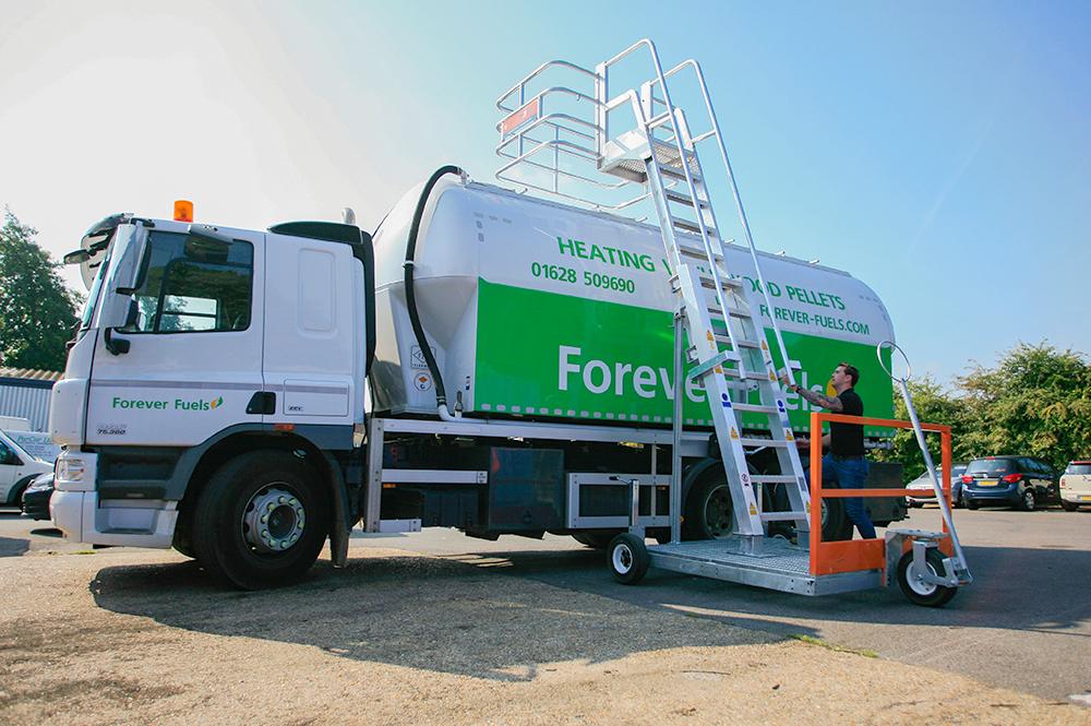 mobile access unit for trucks