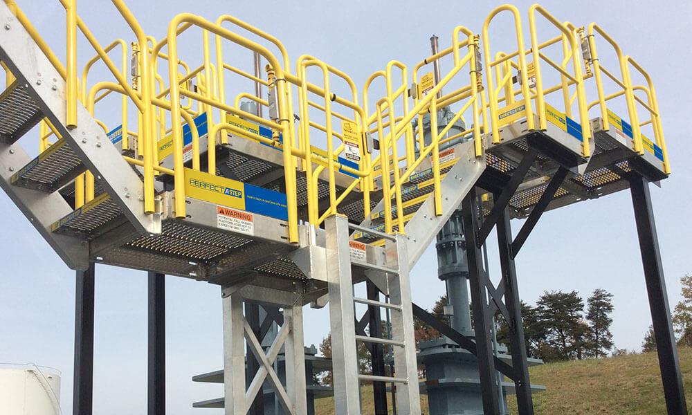 Wellhead access platform
