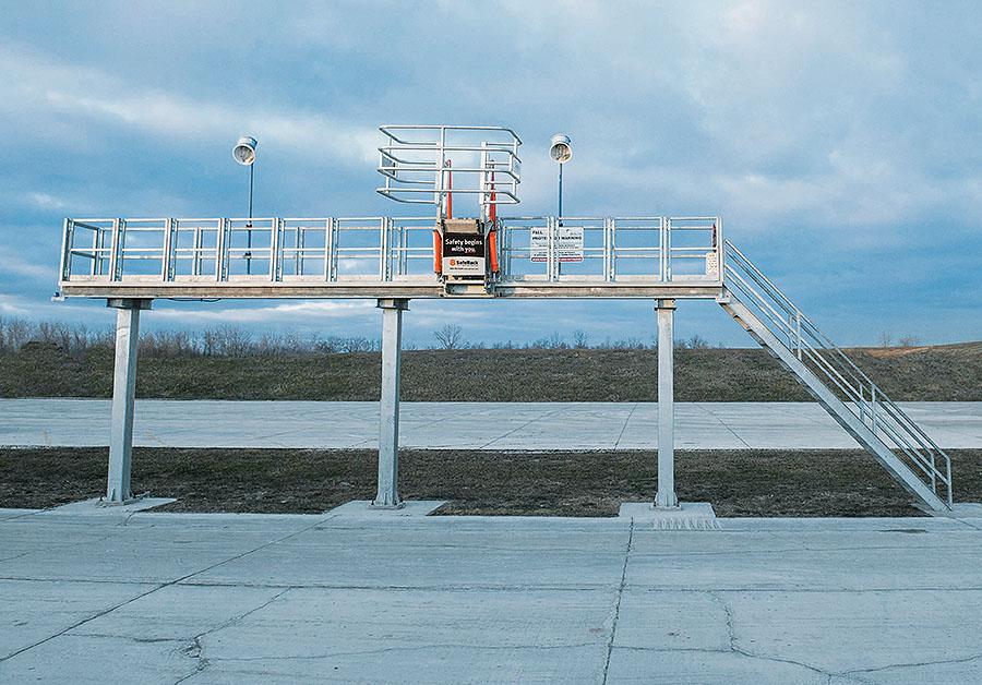 SafeRack single sided track mounted SAS gangway 900x628