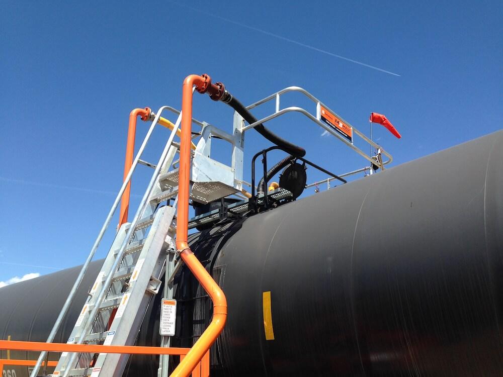 portable platform for railcars with optional hoses 2