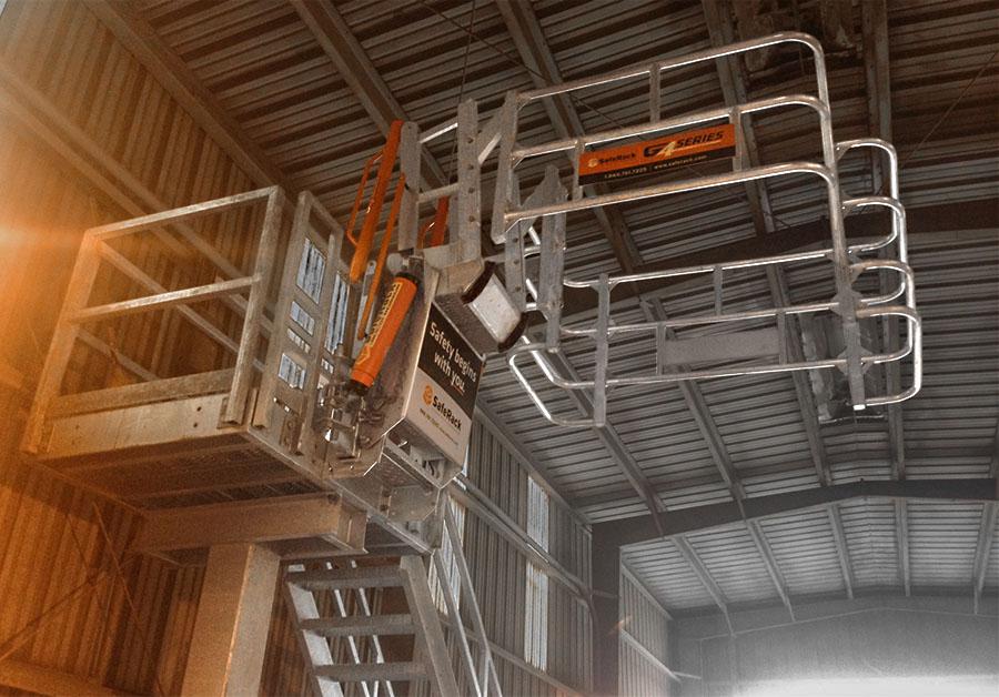 offset safetycage sas gangway loadingplatform 900x628
