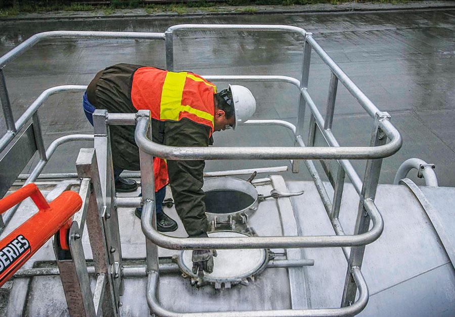sas self adjusting stair gangway w truck loading offset safetycage 900x628