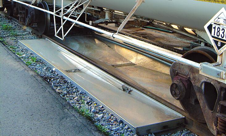 Metal railcar, stainless steel, track pan