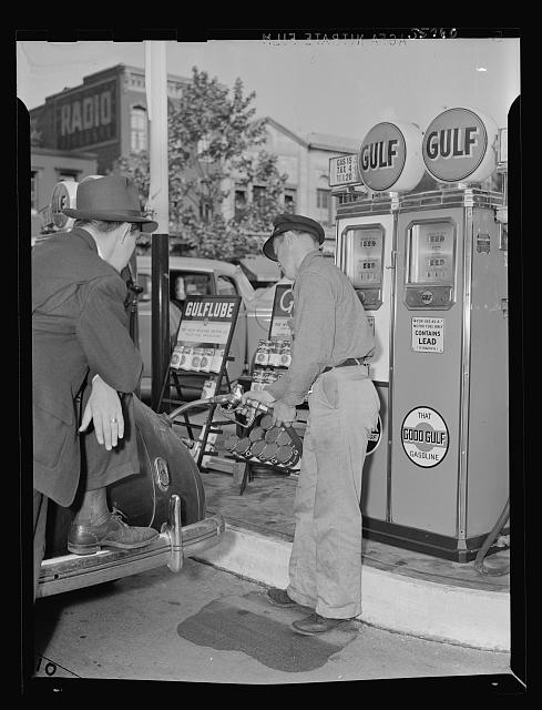 1942 full service gas station