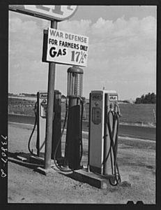 1942 gas station
