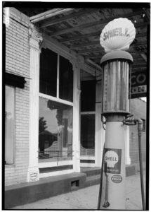handcrank Shell 1930 era gas pump