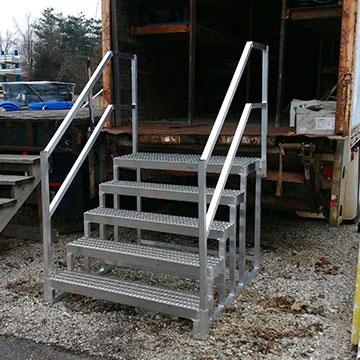 Double top semi trailer step